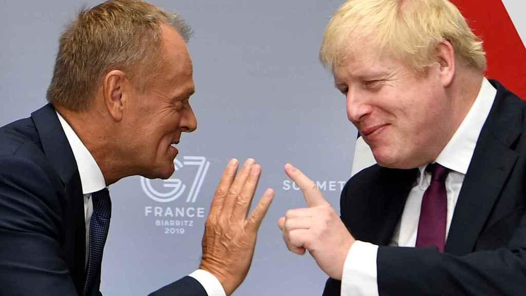 Donald Tusk y Boris Johnson durante su reunión este domingo en Biarritz