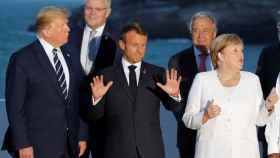 Macron, en el centro, junto con Trump y Merkel, en la foto de familia del G7 en Biarritz.
