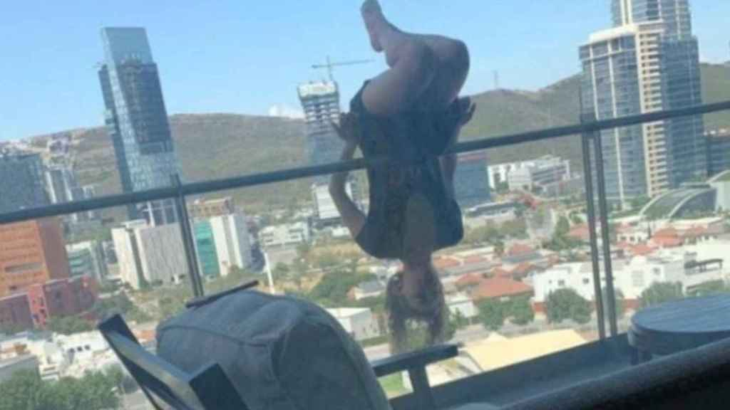 Imagen de Alexa Terrazas en su balcón