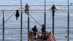 Intento de salto de la valla de Ceuta, en una imagen de archivo.