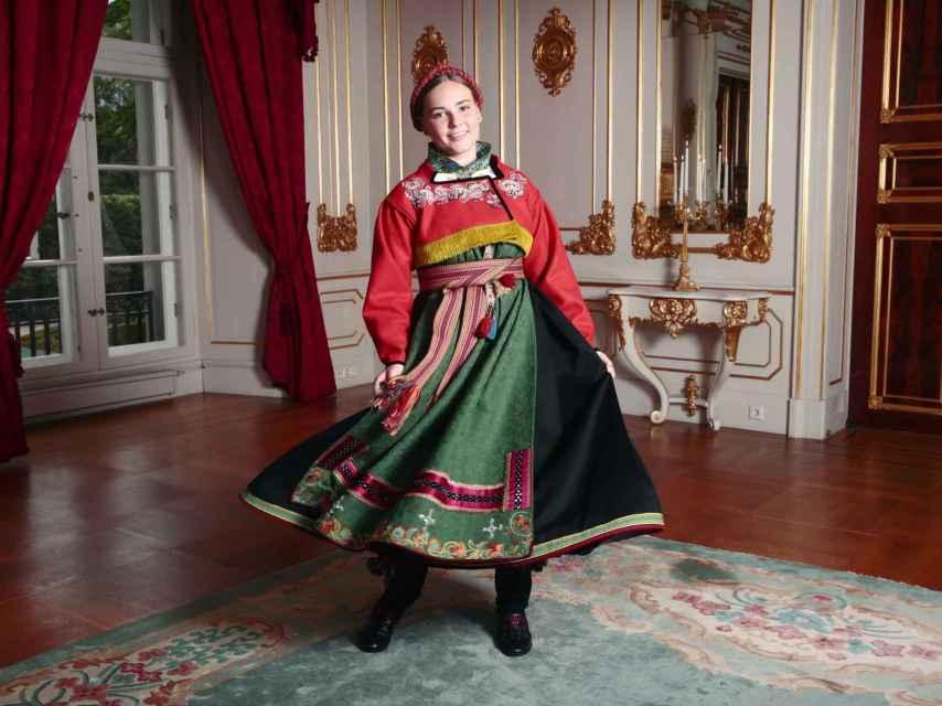 La princesa Ingrid de Noruega luciendo su 'bunad'.
