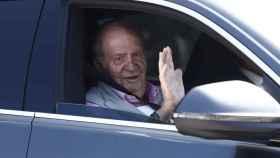 Juan Carlos a su salida del hospital.