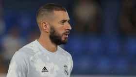 Karim Benzema, en el calentamiento antes del Villarreal - Real Madrid