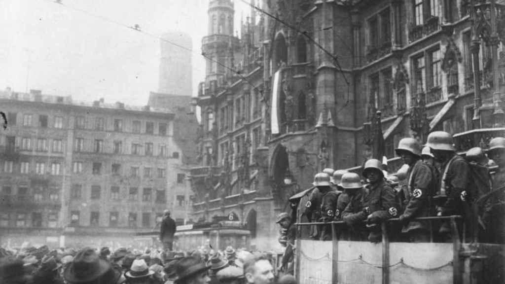 La Marienplatz de Múnich durante los sucesos del putsch de la cervecería.