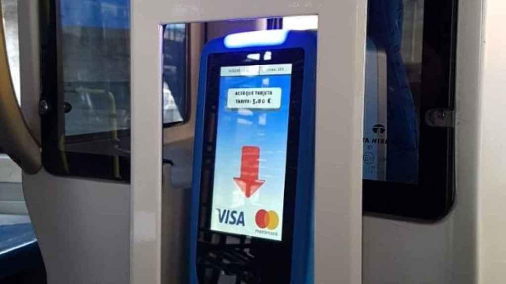 El dispositivo de cobro con tarjeta y móvil de la EMT.