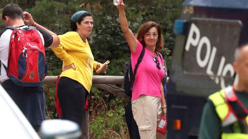 Dolores, la hermana de Blanca Fernández Ochoa, durante la búsqueda.