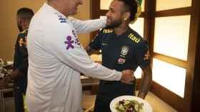 Tite y Neymar en la concentración de Brasil. Foto: Instagram (@CBF_Futebol)