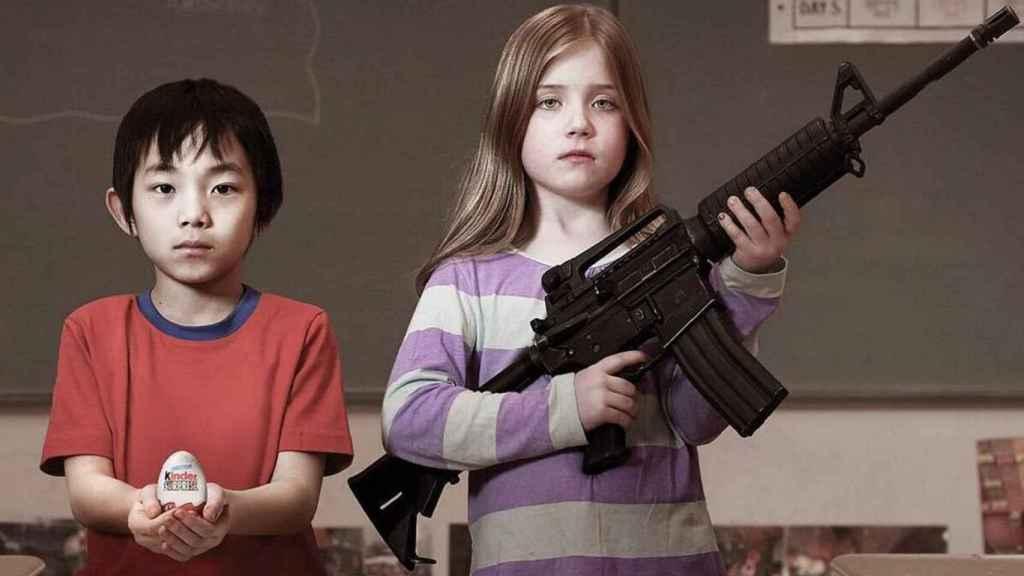 Una campaña demostraba con un huevo kinder la paradoja de la libre venta de armas.