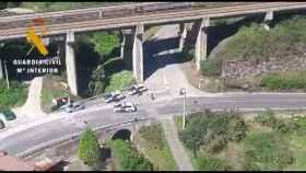 Los dos ocupantes del vehículo se saltaron un control de tráfico.