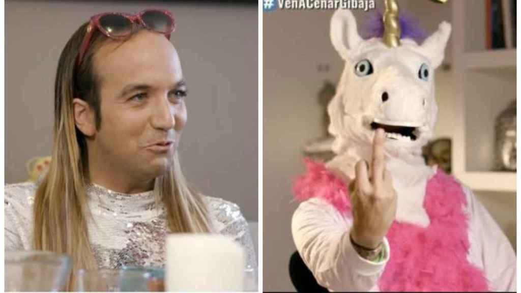 Gibaja junto al unicornio que apareció en la cena.
