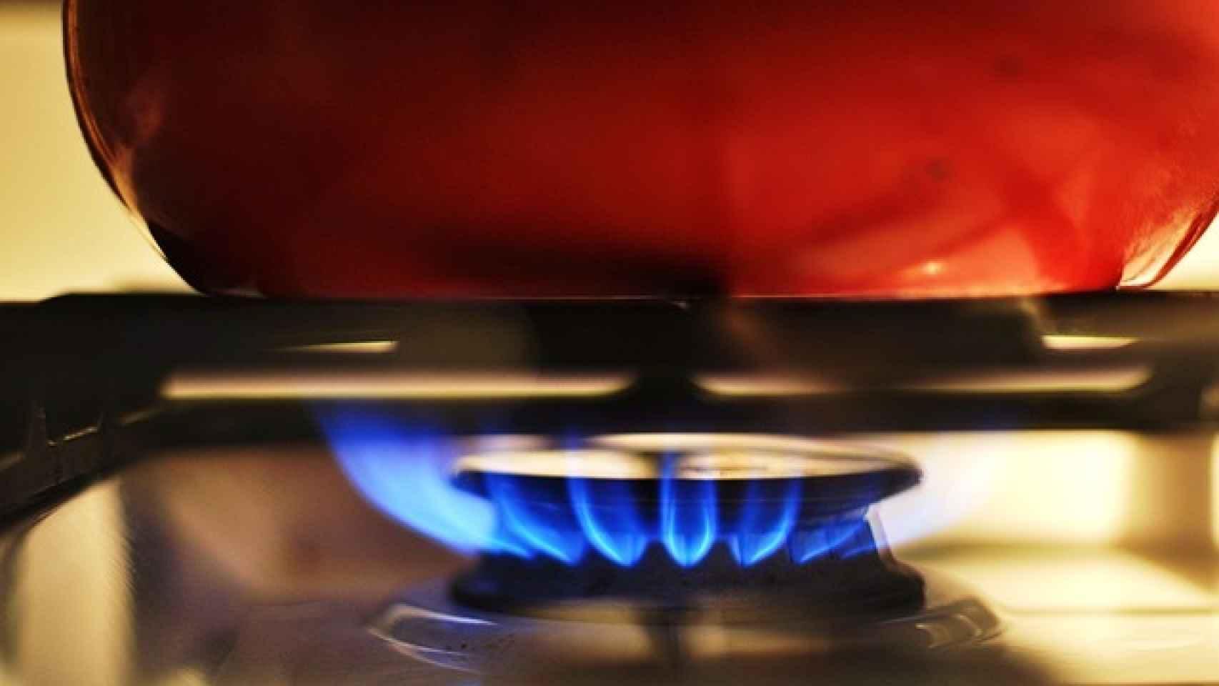 Cómo limpiar una cocina de gas a fondo y paso a paso