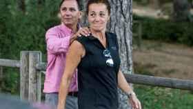 Lola, hermana de Blanca Fernández Ochoa, junto a su marido Adrián.