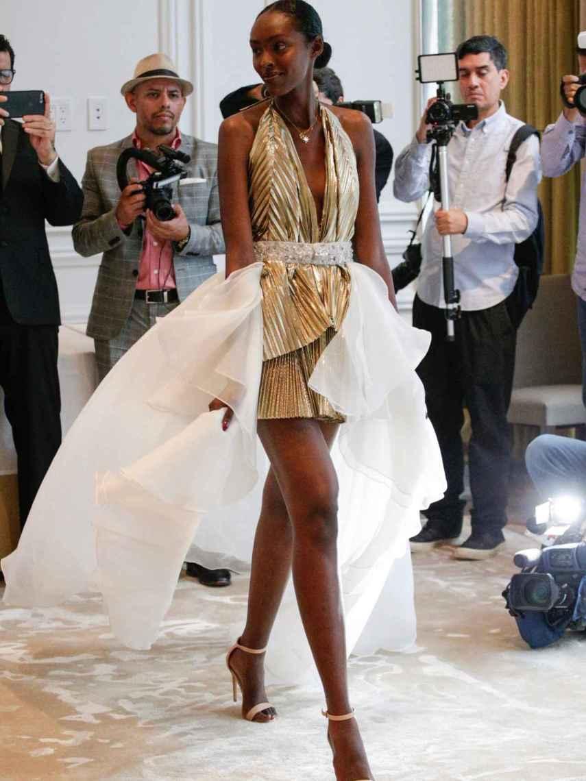 Con esta colección el diseñador celebra 10 años en el mundo de la moda.