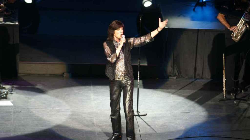El cantante Camilo Sesto, durante un concierto en 2009.