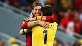 Sergio Ramos y Casillas se dan un abrazo en la Selección. Foto: Twitter (@IkerCasillas)