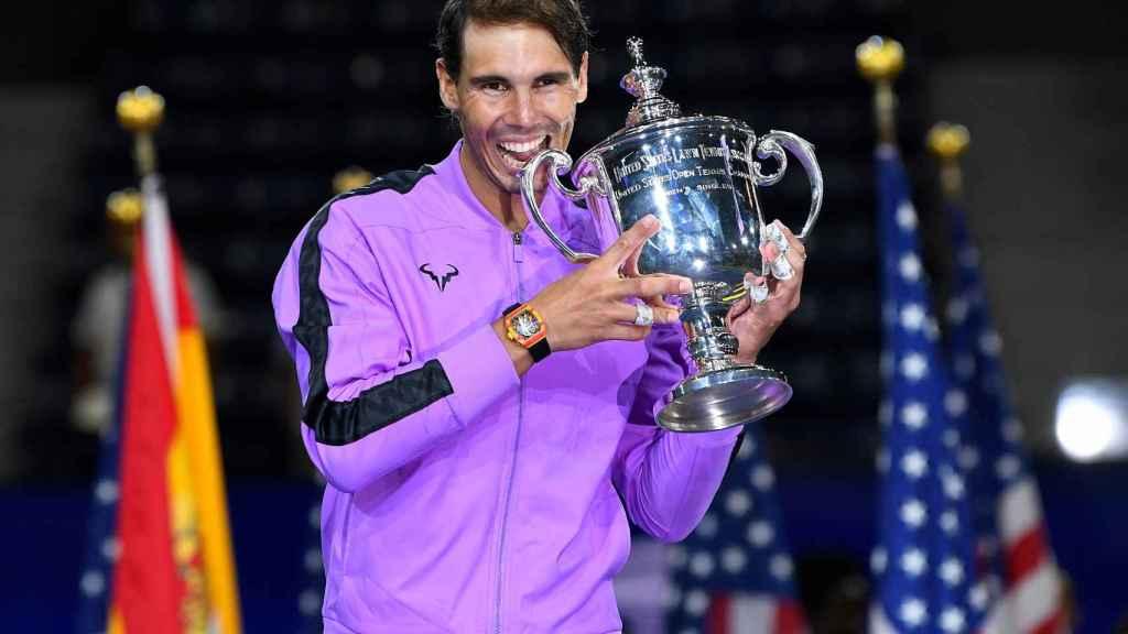Rafael Nadal levanta el trofeo que le acredita como campeón del US Open 2019