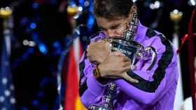 Rafael Nadal con el trofeo que le acredita como campeón del US Open 2019