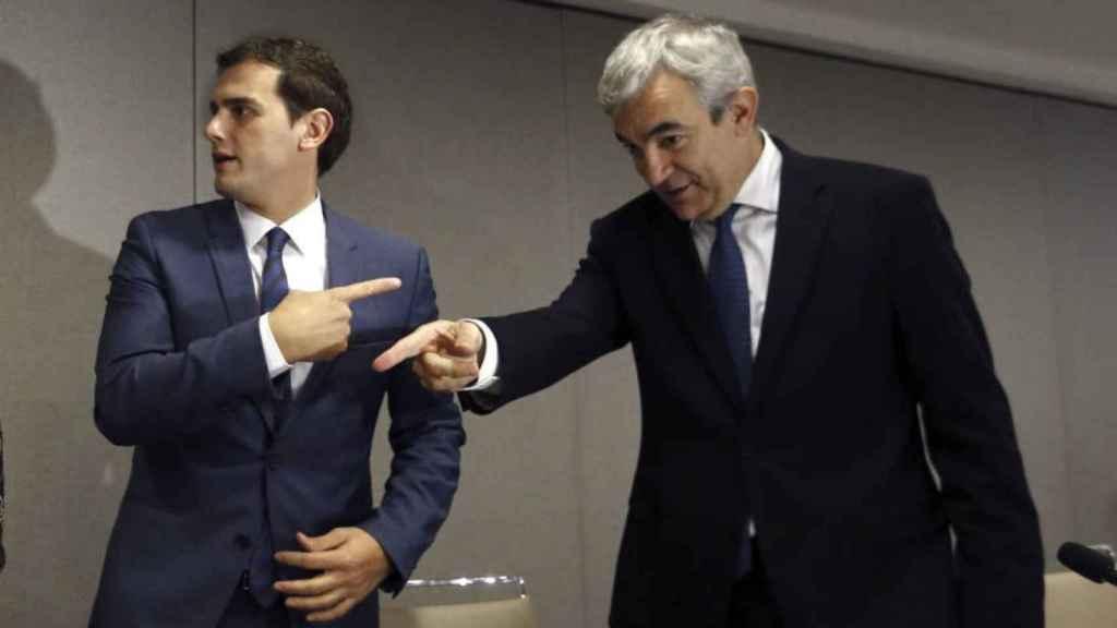 Albert Rivera y Luis Garicano difieren en la estrategia de Ciudadanos respecto al PSOE.