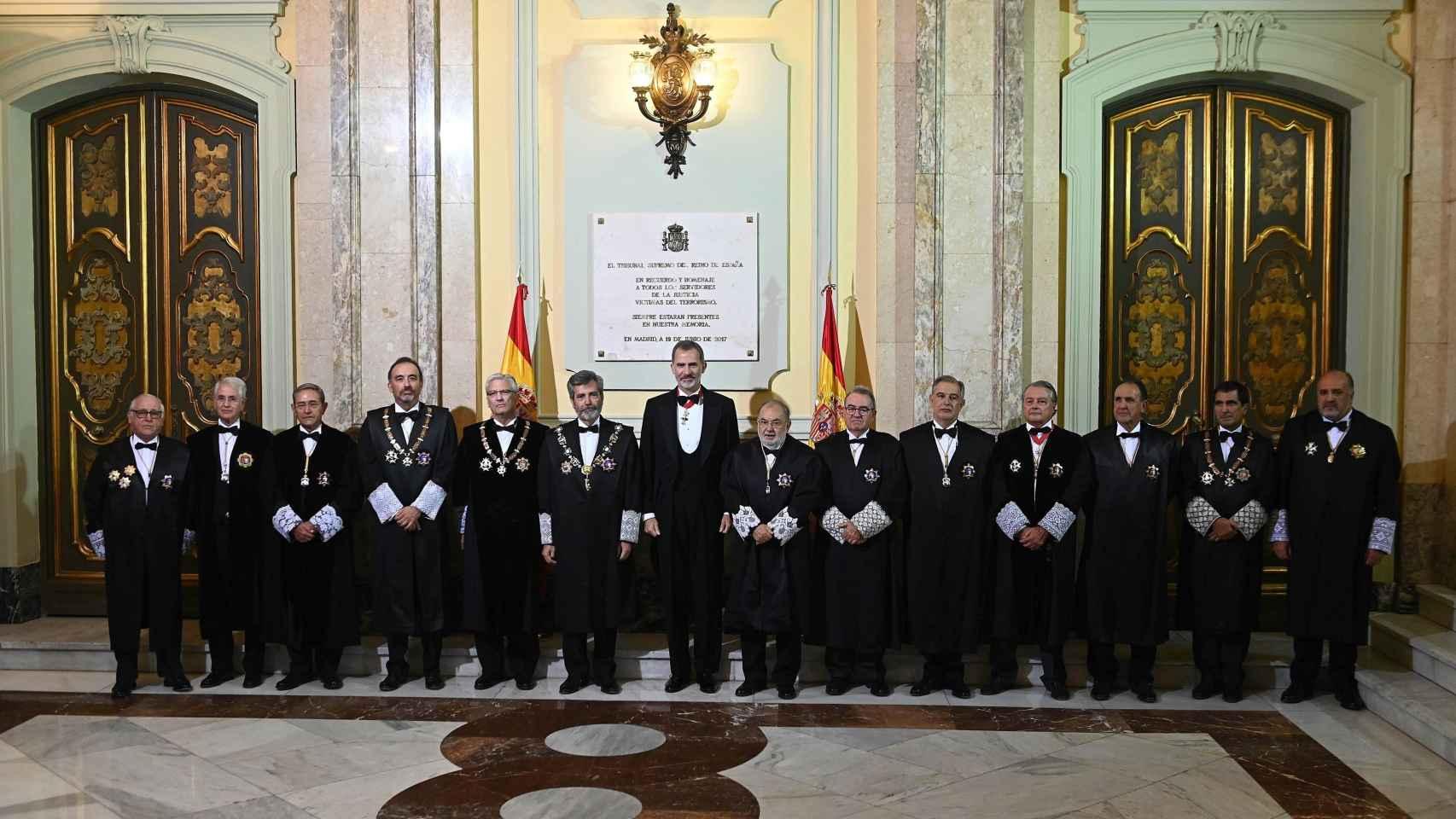 Foto de familia en el Tribunal Supremo durante la ceremonia de apertura del año judicial. / Efe