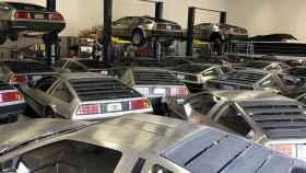 DeLorean aparcados.