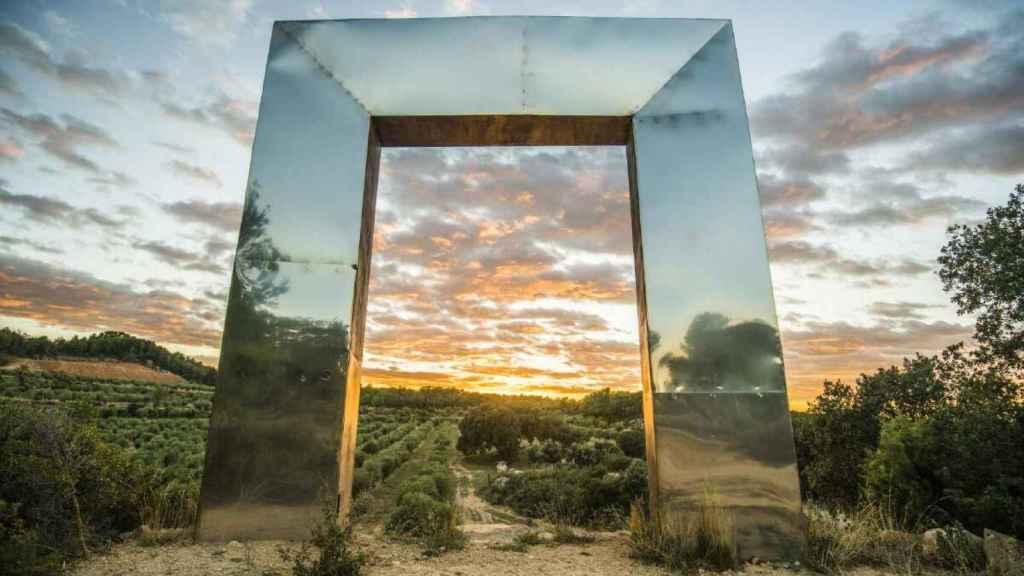 Un paseo por 'El viñedo de los artistas' de Mas Blanch i Jove.