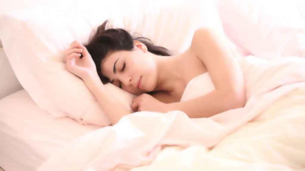Este es el efecto dañino que tiene sobre tu salud dormir en exceso