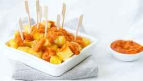 Patatas bravas con tomate, receta fácil para preparar esta tapa clásica