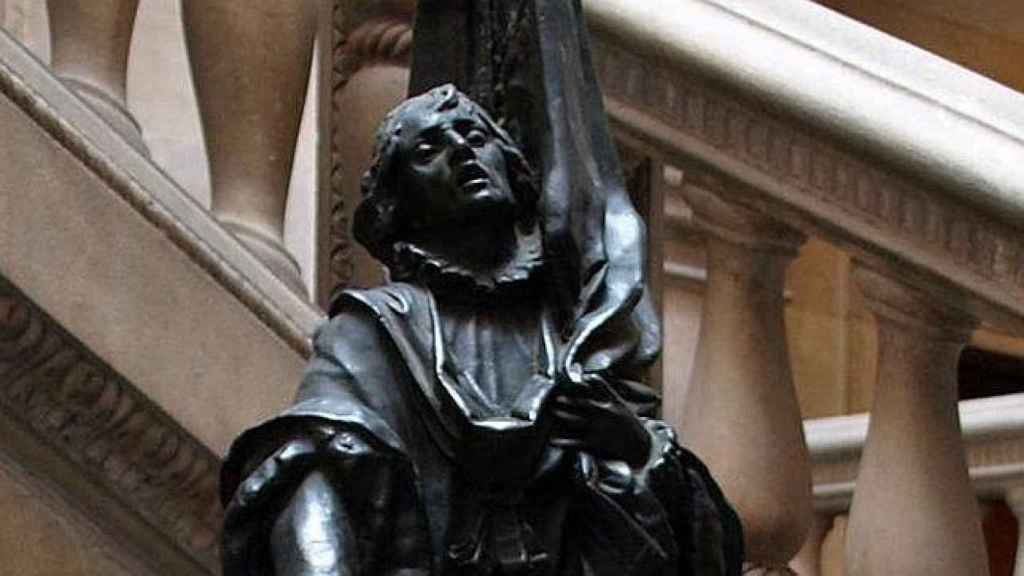 Estatua en honor de Rafael Casanova en el Ayuntamiento de Barcelona.