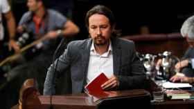 Pablo Iglesias sube al atril del Congreso de los Diputados.