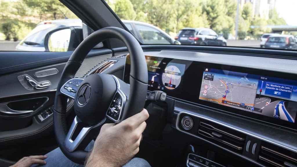 Volante e interior del nuevo Mercedes EQC