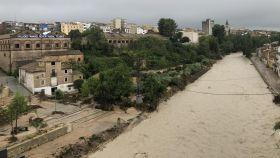 El agua ha adquirido mucha altura y fuerza en la localidad valenciana de Onteniente