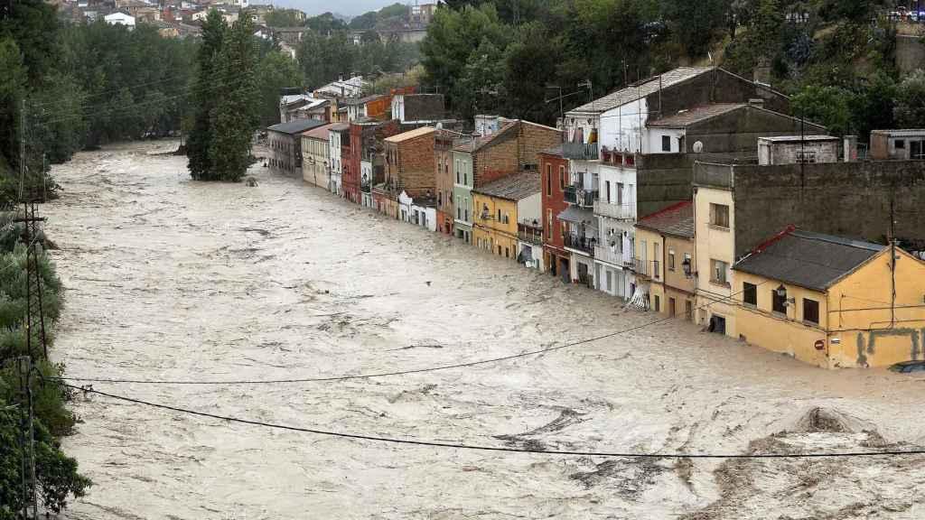 El río Clariano, desbordado a su paso por Onteniente (Valencia).