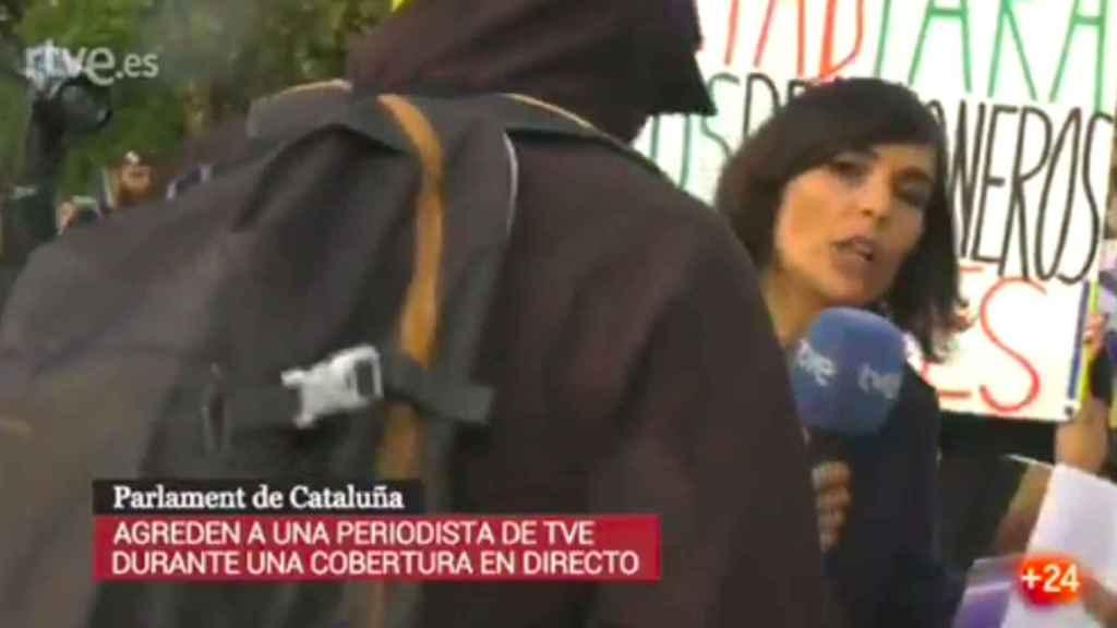 Uno de los momentos de la agresión captados por las cámaras de Televisión Española