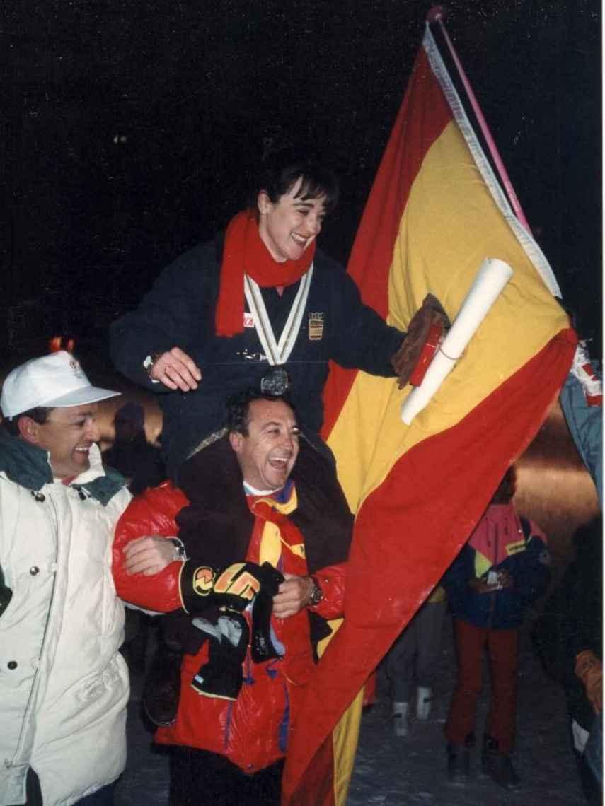 Blanca, con su hermano Paquito celebrando uno de sus éxitos.