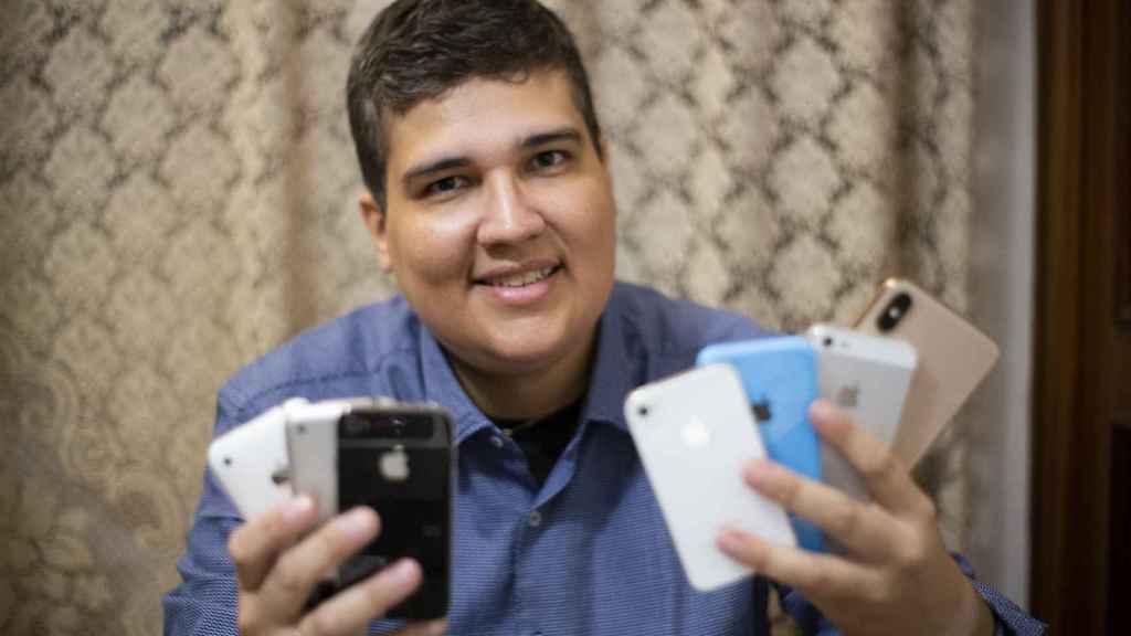 Michael no piensa comprarse el nuevo iPhone 11. Él prefiere esperar al 12.