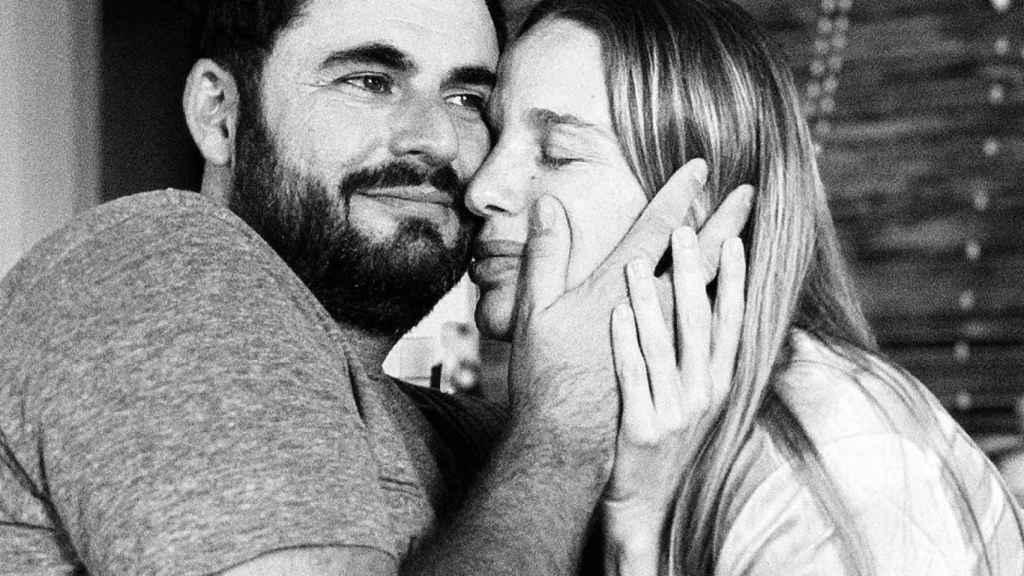 Los propios Emiliano Suárez y Carola Baleztena han sido los encargados de comunicar la triste noticia.