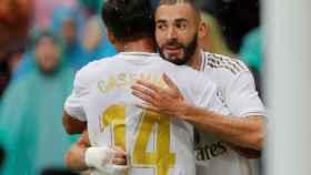 Casemiro felicita a Karim Benzema por su gol