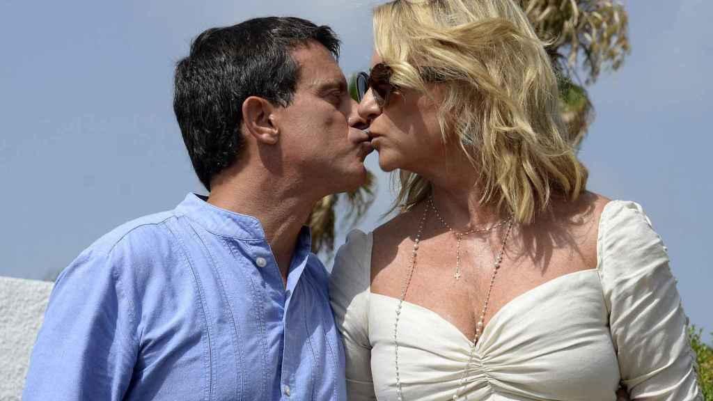 Manuel Valls y Susana Gallardo se han dado el 'Sí, quiero' en el lugar en el que comenzó su historia de amor.