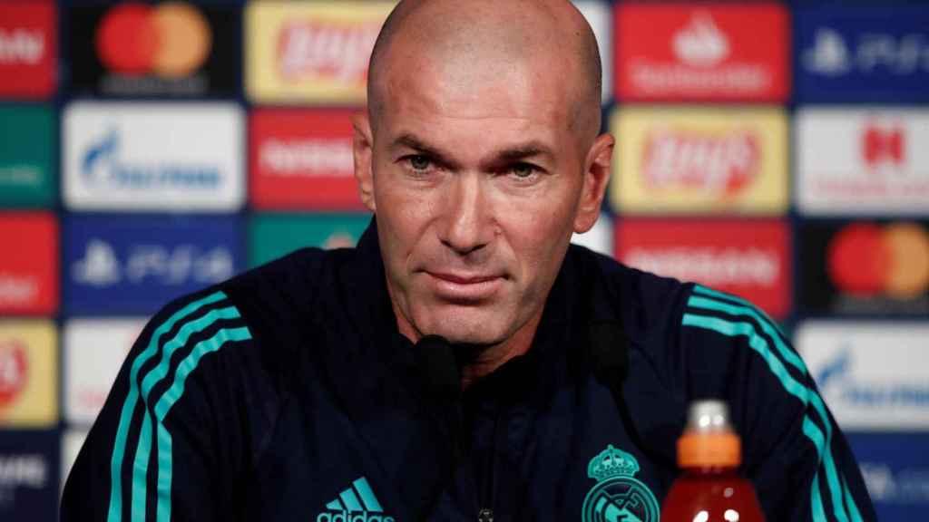 Zidane, durante la rueda de prensa previa al PSG - Real Madrid