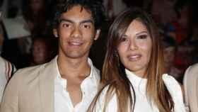 Ivonne Reyes junto a su hijo Alejandro durante la Fashion Week de Madrid este año.