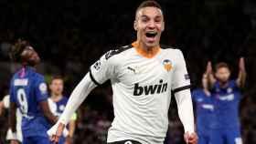 Rodrigo Moreno celebra el gol del Valencia ante el Chelsea