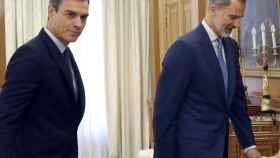 Sánchez y el Rey Felipe VI durante un encuentro en Zarzuela.
