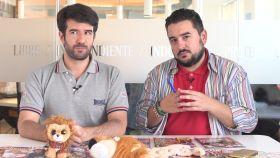 Raúl Rodríguez y Jesús Carmona en el kiosco rosa en vídeo.
