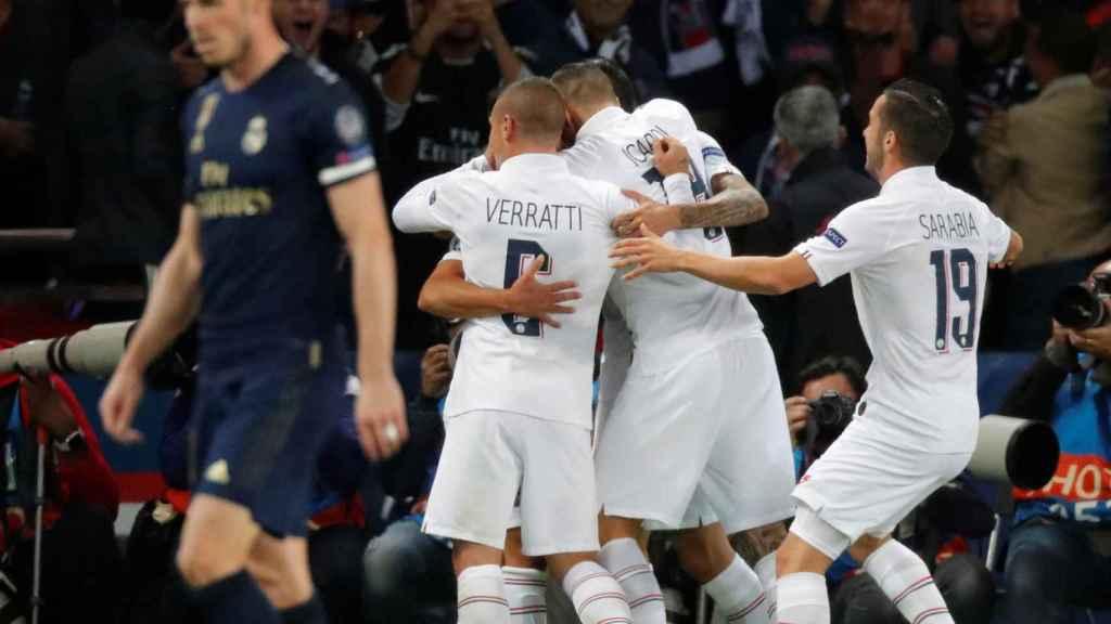 Los jugadores del PSG celebran un gol de Di María al Real Madrid