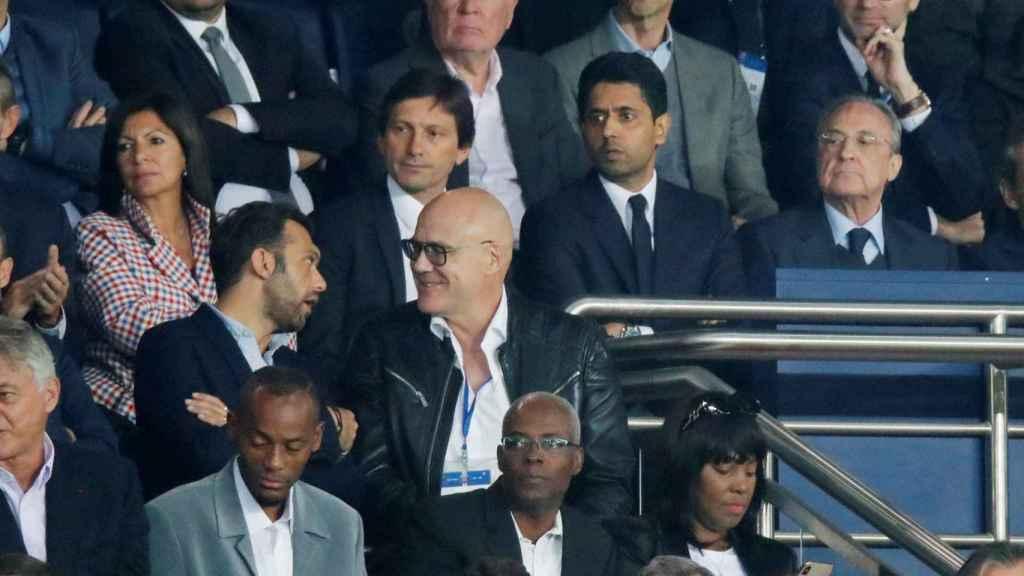 Leonardo, Nasser Al-Khelaifi y Florentino Perez en el palco del Parque de los Príncipes