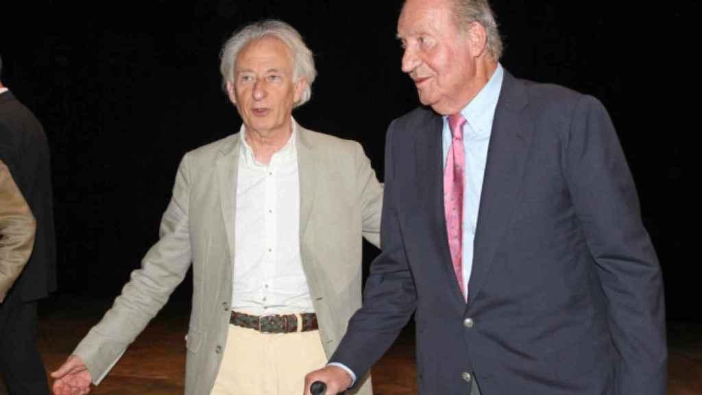 El dramaturgo Boadella acompaña a Don Juan Carlos en el Teatro Auditorio de San Lorenzo del Escorial, en 2015