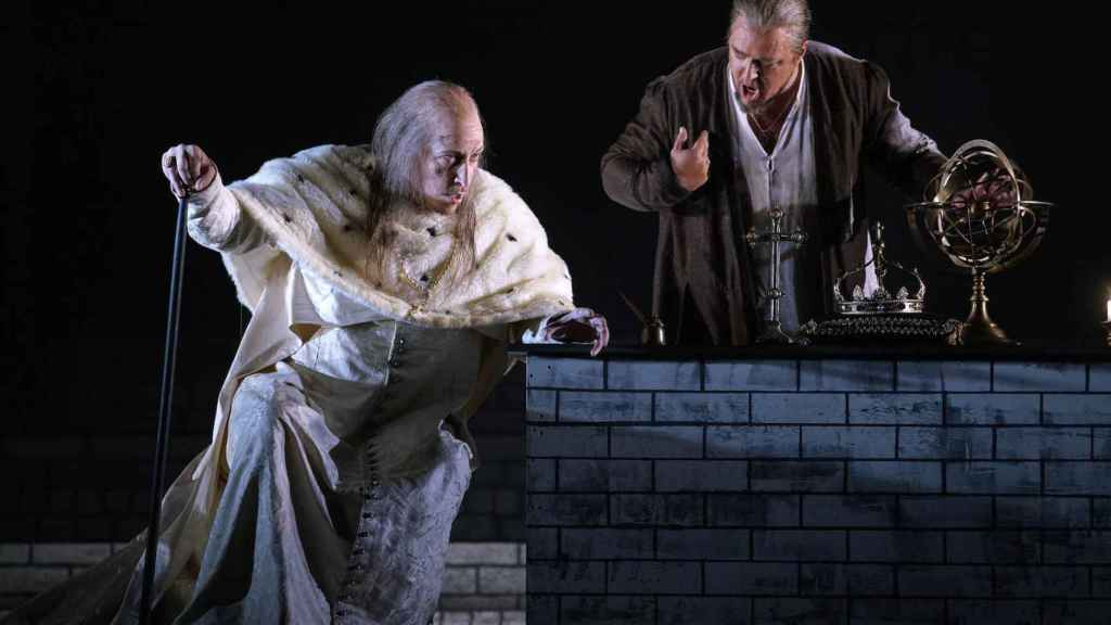 El Gran Inquisidor y el rey Felipe II, en Don Carlo.