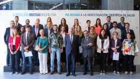 Ignacio Garralda, Rafael Matesanz y Pedro Cavadas con los investigadores beneficiarios de las ayudas otorgadas en la XVI Convocatoria de Ayudas Investigación Fundación Mutua.