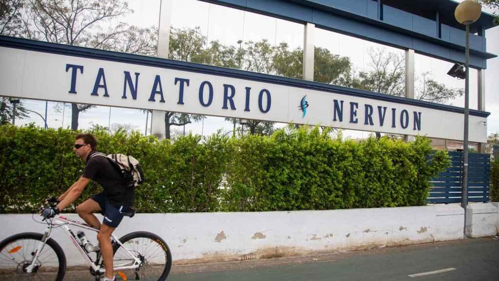 Una vista del Tanatorio de Nervión, que en 2017 fue multado por el ayuntamiento de Sevilla tras las denuncias de los vecinos.