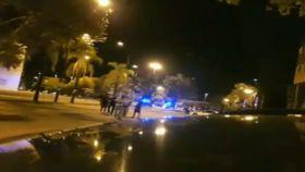 Los policías pararon al hombre antes de llegar a un control.